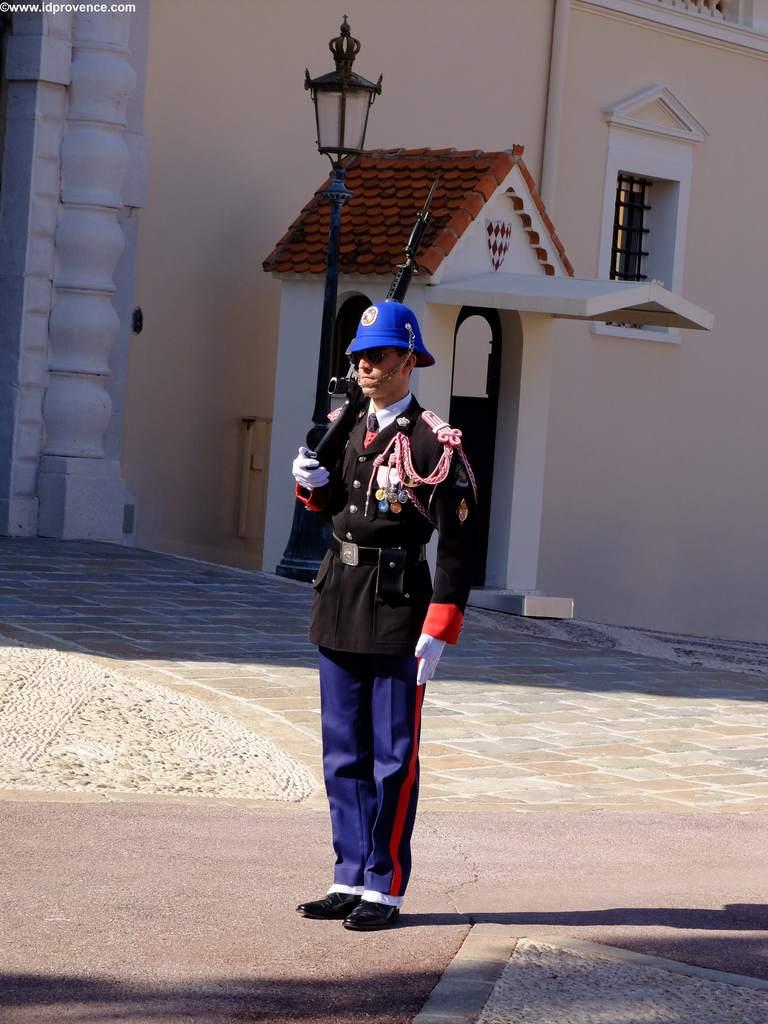 Fürstenpalast Monaco mit Ehrenwache
