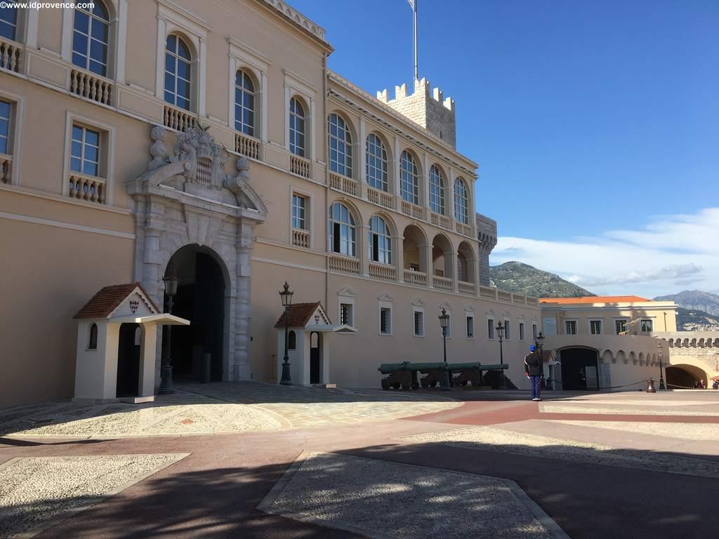 Palais von Monaco mit Ehrenwache