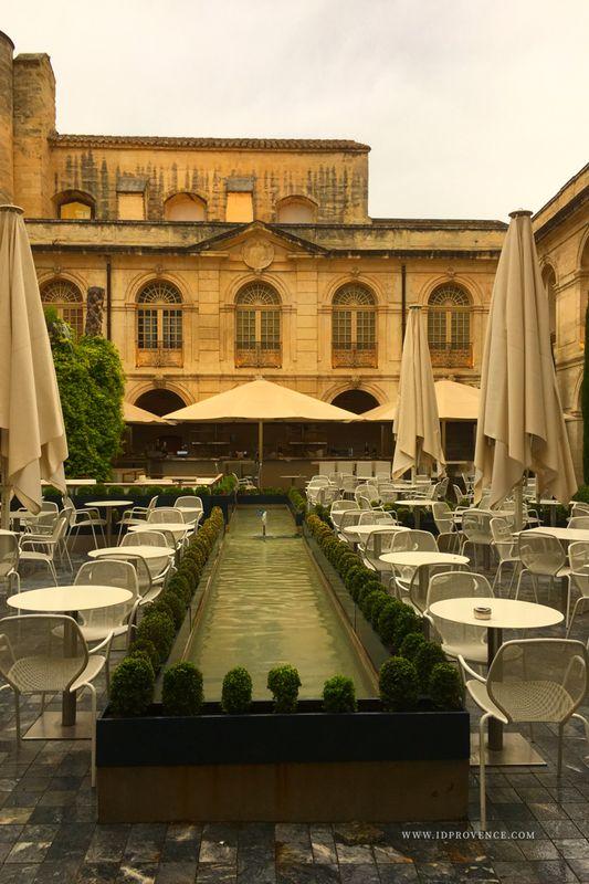 Restaurant 83 Vernet in Avignon  - Sehenswürdigkeit