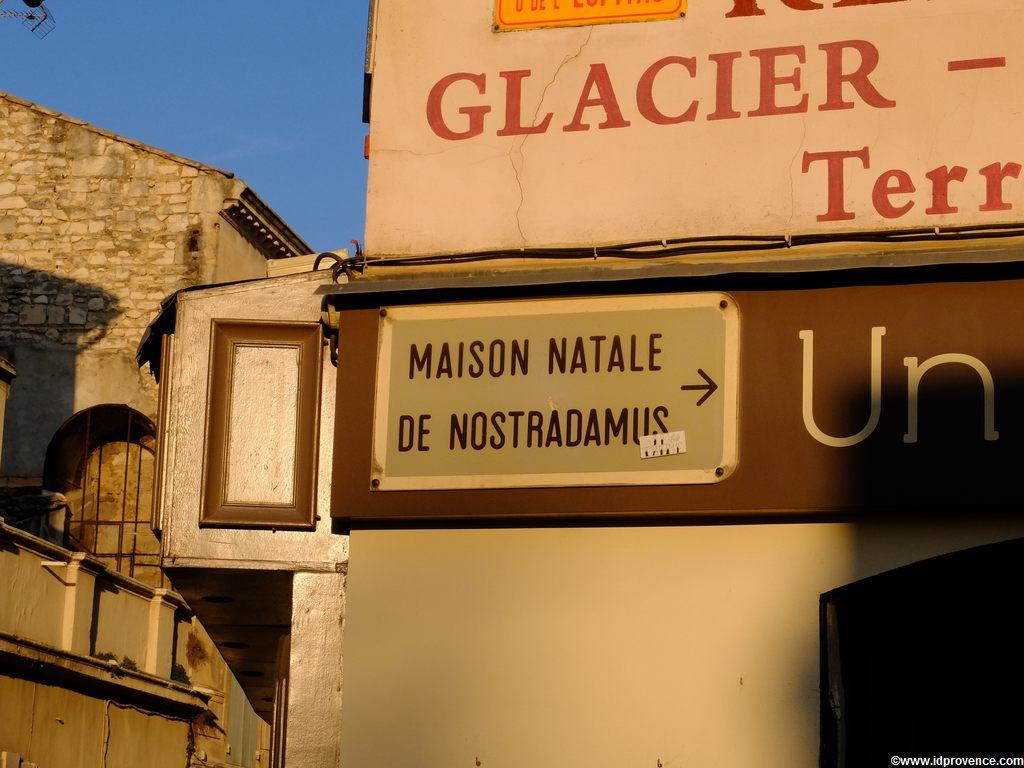 Saint-Rémy-de-Provence die Nostradamus Stadt