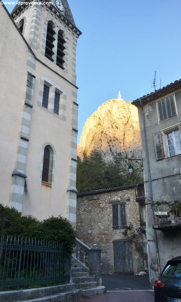 Castellane, eine tolle Provence Sehenswürdigkeit, mit seinem Felsen