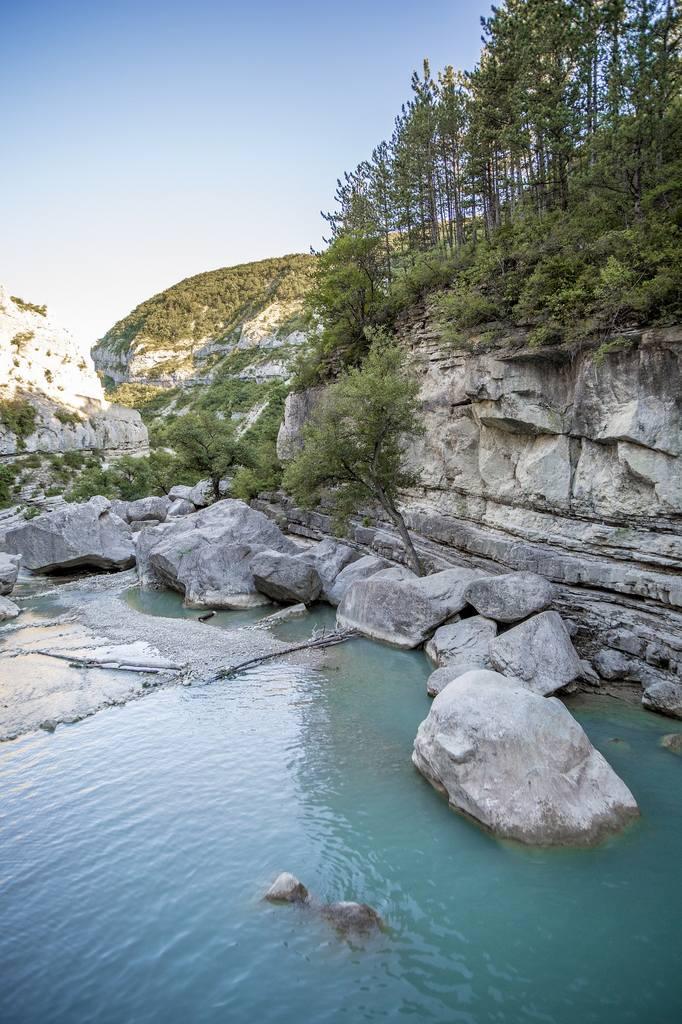 Die Verdon Schlucht ist die Provence Sehenswürdigkeit schlechthin. Wilde Natur in allen Farben.