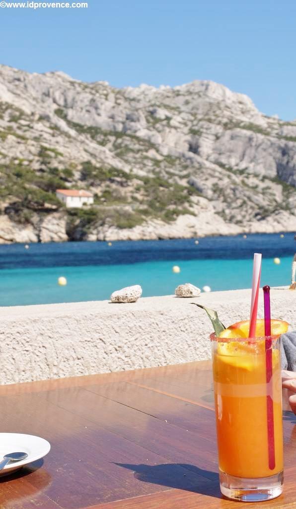 Cocktail am Strand Marseile im Calanque Sormiou - Eine meiner Top5 Provence Sehenswürdigkeiten