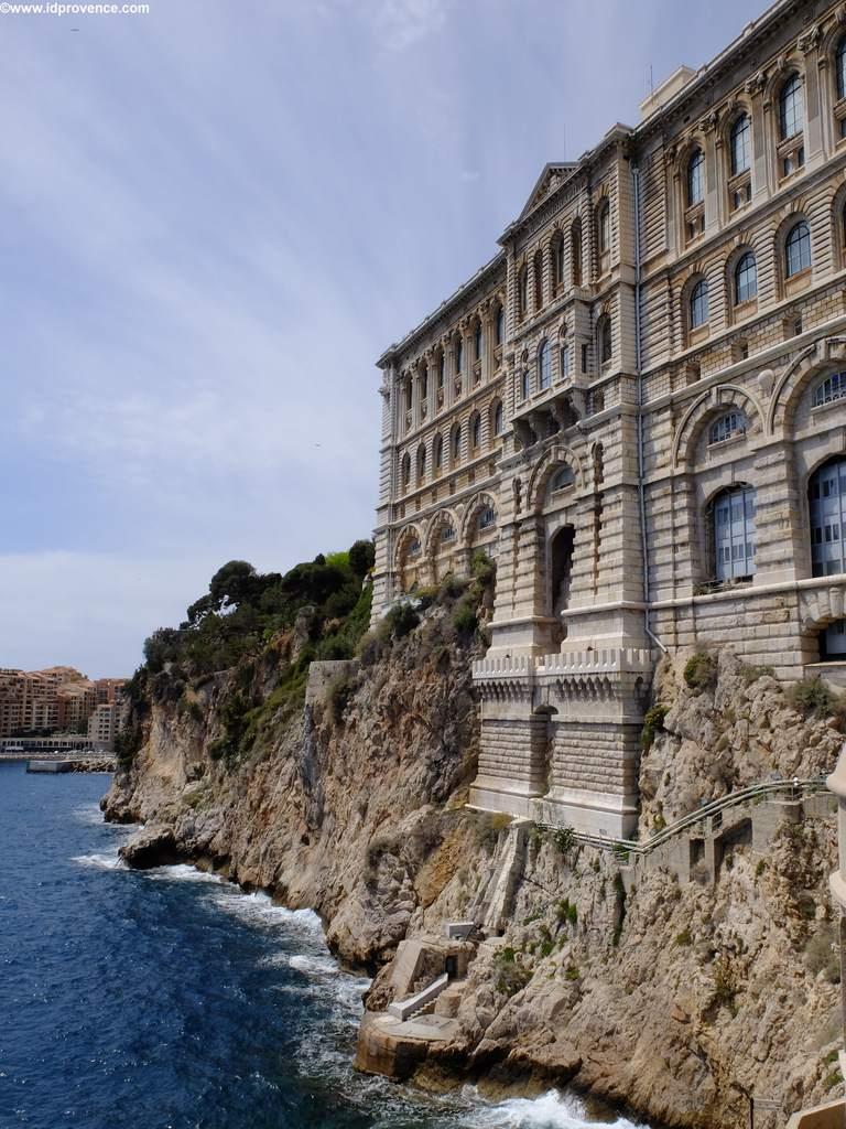 Ozeanographisches Museum - Auf dem Felsen Le Roc gebaut