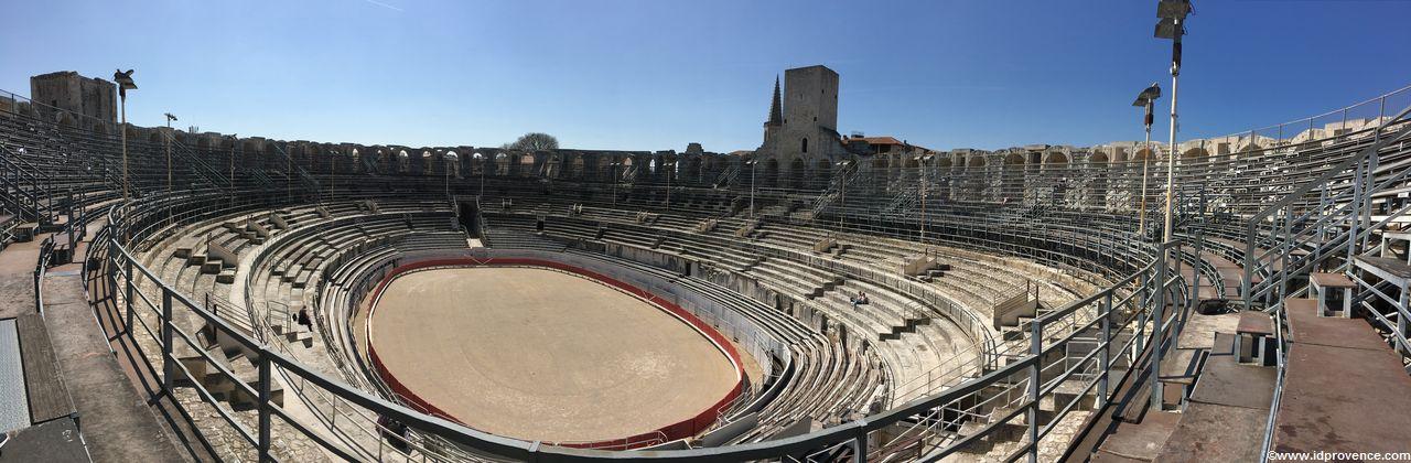 Arles in Frankreich: Es gibt mindestens 4 Gründe Arles zu besuchen. Die Sehenswürdigkeiten in Arles wie Arena oder römisches Theater sind einzigartig.