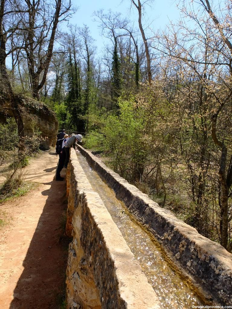 Die Ockerfelsen Rustrel bei Roussillion in der Provence gehören mit zu den schönsten Sehenswürdigkeiten der Provence