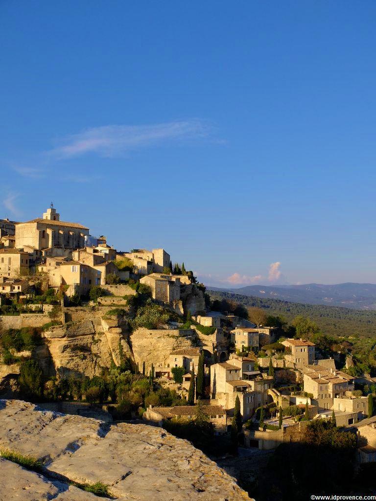 Gordes Frankreich in der Provence mit seinen Sehenswürdigkeiten