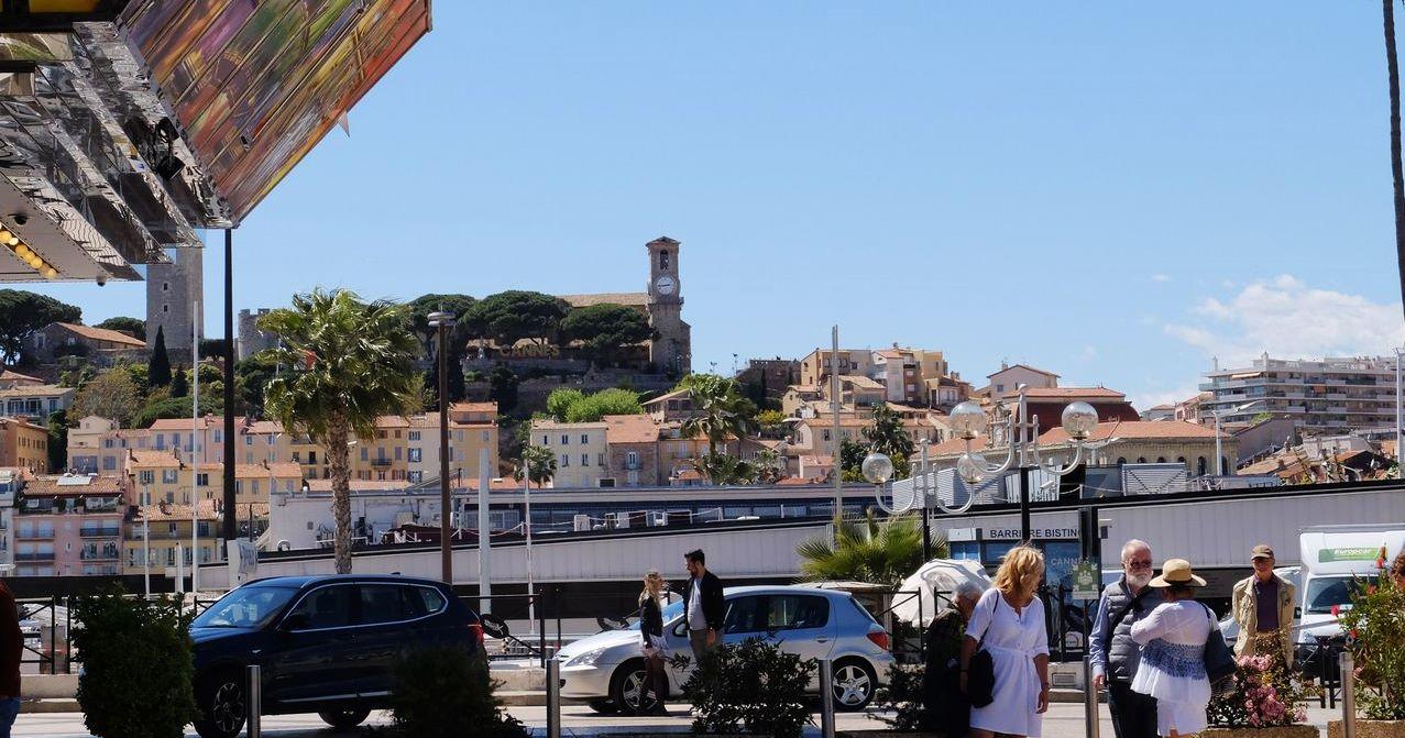 Blick vom Palais des Festival auf die Altstadt - Le Suquet