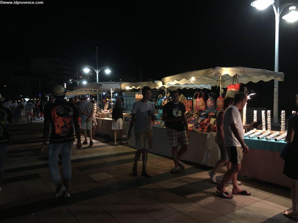Nächtlicher Markt Fréjus
