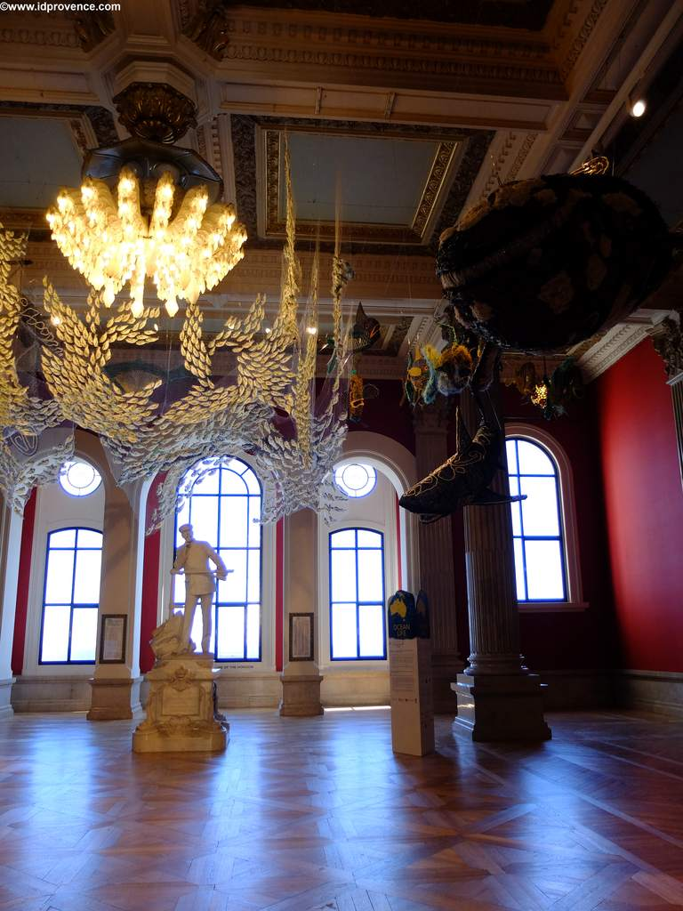 Innen hat das Ozeanographische Museum Schloss-Charakter