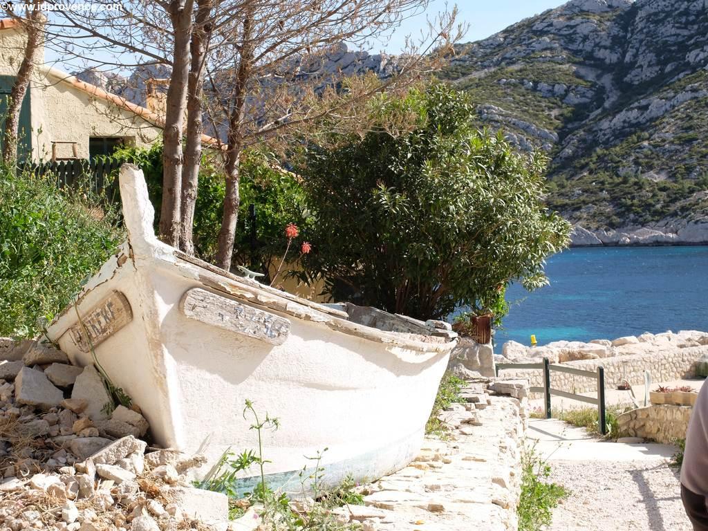 Boot am Strand Marseille im Calanque Sormiou