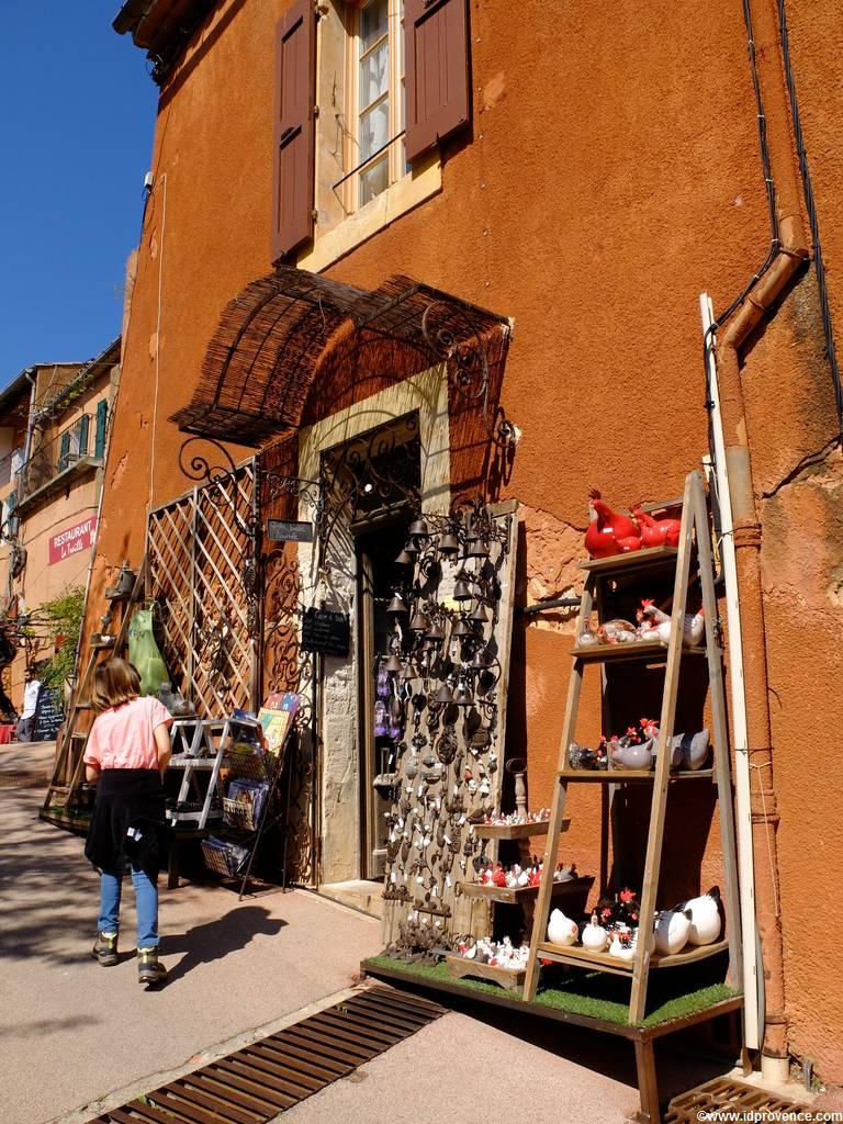 Die Ockerfelsen von Roussillon in der Provence gehören mit zu den schönsten Sehenswürdigkeiten der Provence.