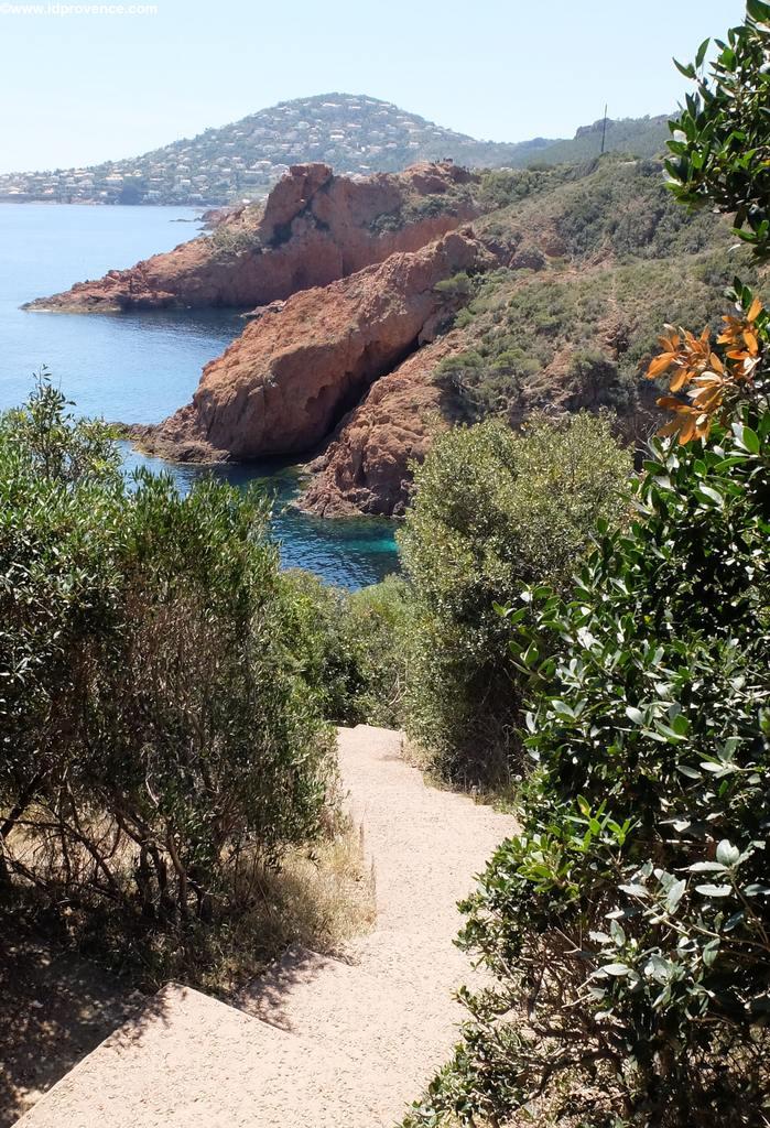 Wunderschöner Strand an der Corniche d'Or-Riviera