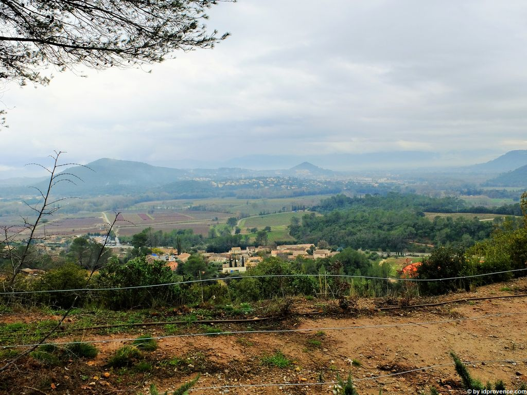 Ausblick in das Tal Argens bis auf das Vorgebirge des Mauren-Massiv