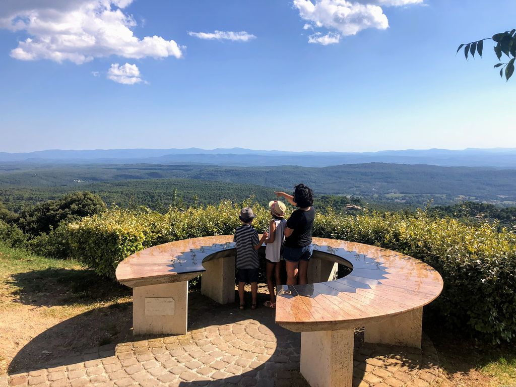 Tourtour-Ausblick in die Provence